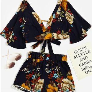 V-neckline Florals Random Knot Crop Top w/ shorts